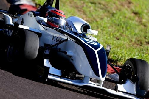 carro de Pedro Piquet na Fórmula 3 Brasil remete à Brahbam com o qual o pai foi campeão. )Foto: Bruno Terena/Vicar)