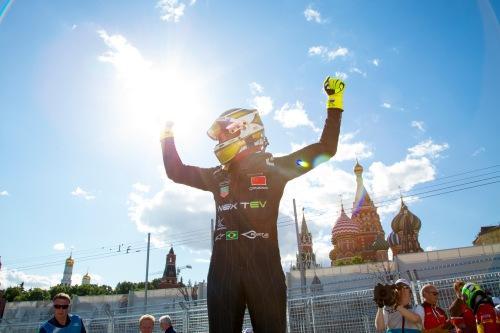 Piquet comemora a vitória em Moscou (Foto: FIA Formula E)
