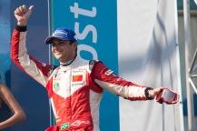 Piquet sobe ao pódio em Buenos Aires (Foto: Fia Formula E)